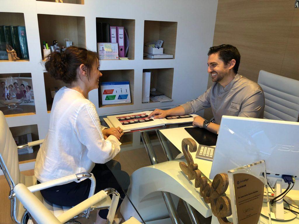 alt+tu dentista en murcia dr informando a paciente