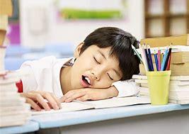 alt+ tratamiento revolucionario para la apnea del sueño niño cansado