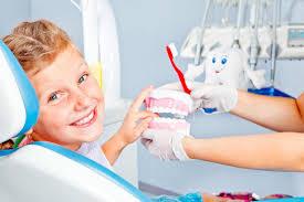alt+Dentista Infantil en Murcia niño feliz en el dentista