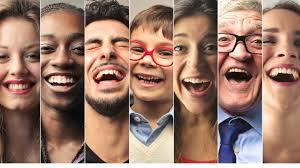 alt+grupo de personas sonriendo